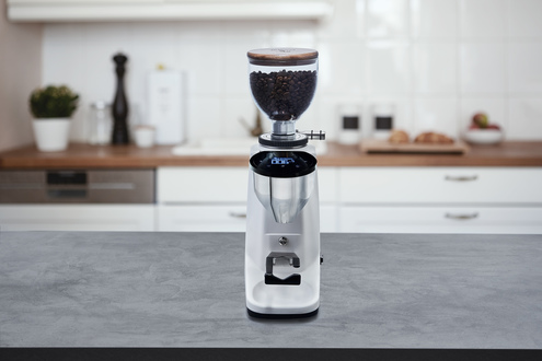 Siebträger-Espressomaschinen und Zubehör wie Kaffeemühlen gibt es bei Bellezza. Händler aus der ganzen Welt ordern inzwischen in Heidelberg.
