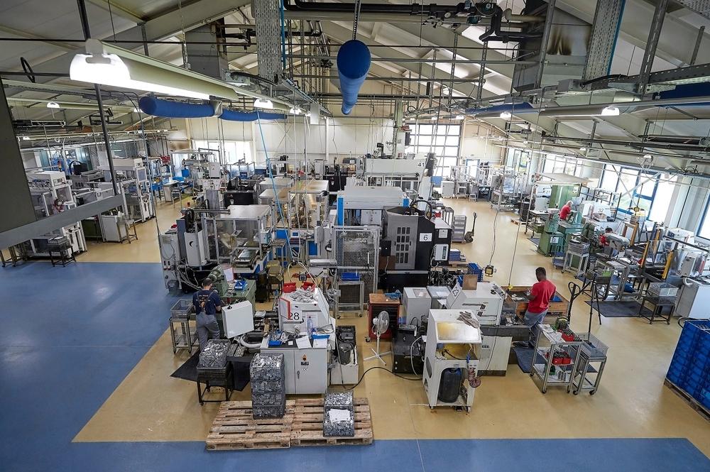 Manuelle und automatisierte Maschinen im Produktionsverbund beim Würtinger Spezialisten fürs Honen, der Frankenstein Präzision GmbH & Co. KG