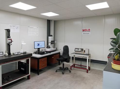 SLR-Maschinen sind für höchste Genauigkeit bekannt: Beim spitzenlosen Rundschleifen liegen die Toleranzen im Mikrometer-Bereich.