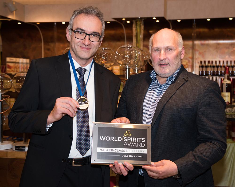 Internationale Experten der Branche sagen: Finch-Whisky gehört zu den besten Whiskys weltweit. Das dokumentieren zahlreiche Preise und Auszeichnungen.