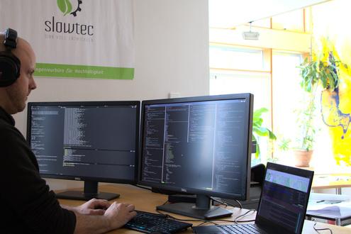 Die Software-Experten im Team haben allesamt 15 Jahre und mehr Berufserfahrung. Und alle sind aus dem klassischen IT-Bereich bewusst ausgestiegen, um nachhaltiger arbeiten zu können.